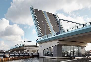 30-07-2020-amaliabrug-een-van-de-grootste-basculebruggen-van-nederland